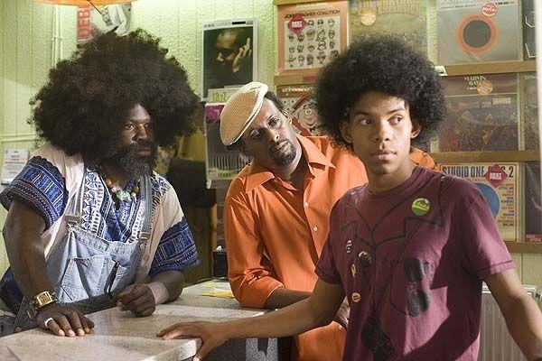 Leroy und Musiker Blacula (Afrob) im Plattenladen