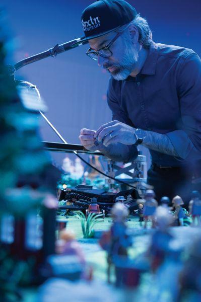 Playmobil: Der Film - Regisseur Lino DiSalvo am Set
