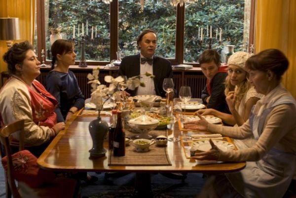 'Familie': Marga (Bettina Stucky), Pia (Annika Kuhl),...hoff)
